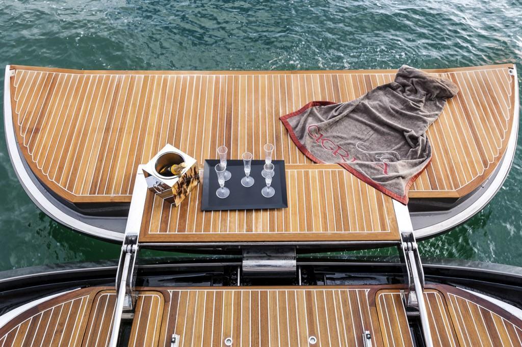 Admiral Silent 76 stern