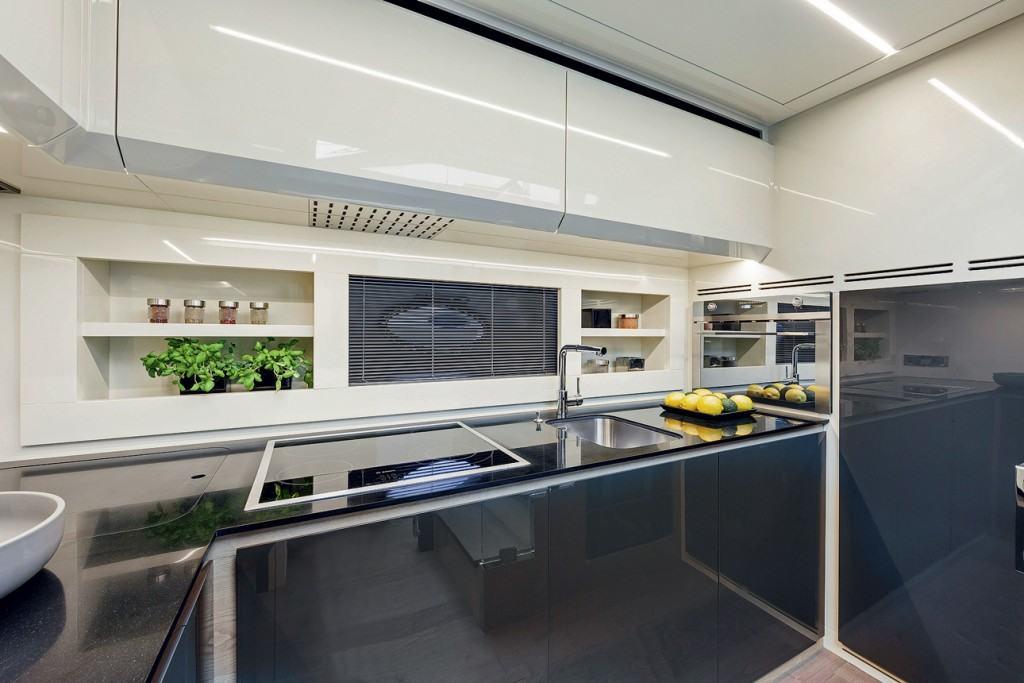 Pershing 70 - kitchen