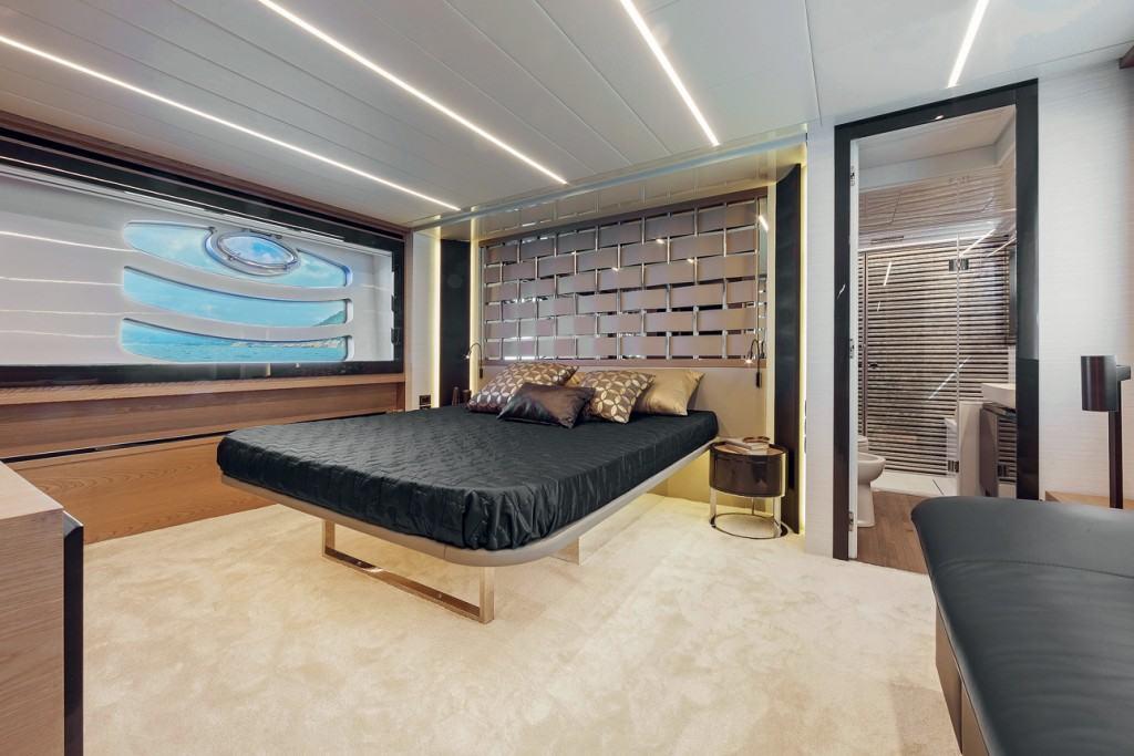 Pershing 70 - cabin