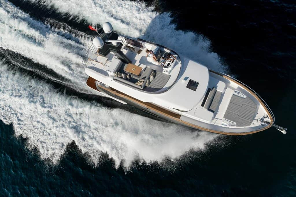 This is a photography of Sirena 58 crusing