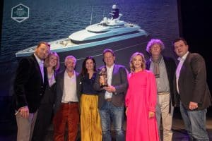 The Azimut Yachts team collects the award