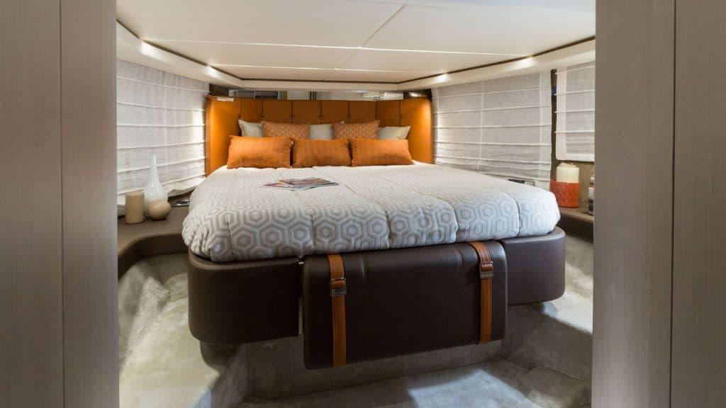 GT 370S Cabin 01