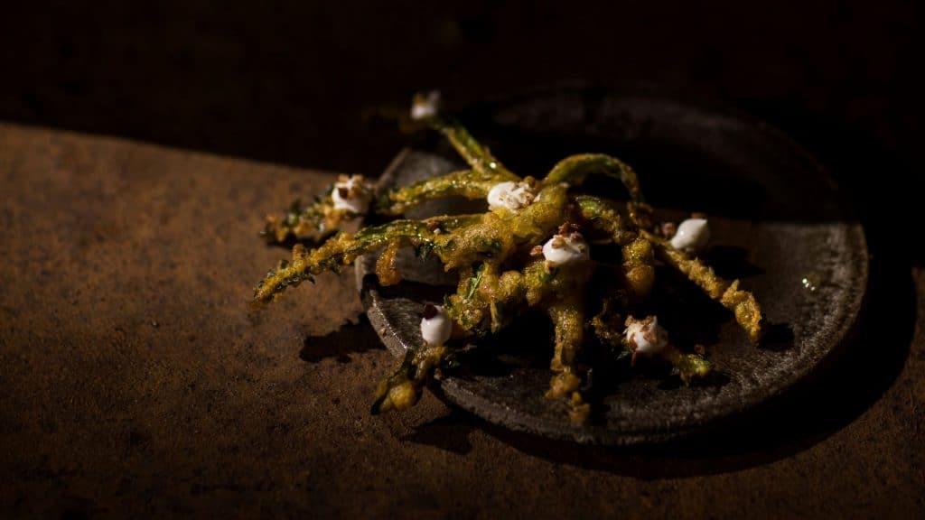 Crispy dandelion, yoighurt and forest honey