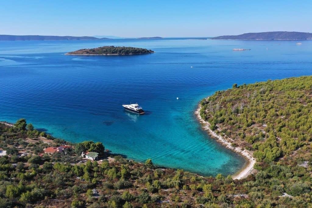 Luxury Yacht In Croatian Turquise Bay 01