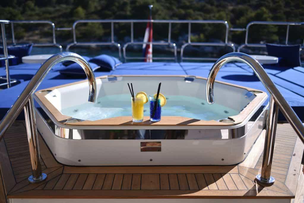 Luxury Yacht Pool Main Deck 01