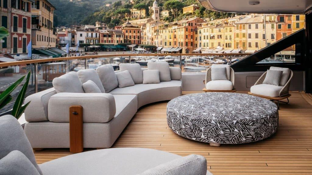 Benetti OASIS 40M Lounge 01