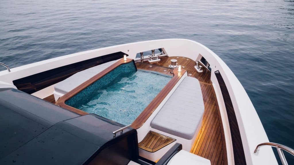 Motor yacht infinity Pool 01