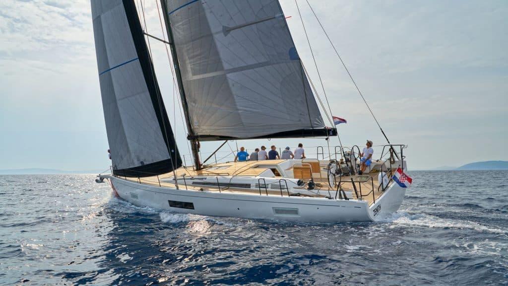 First 53 Yacht Jedrenje 01