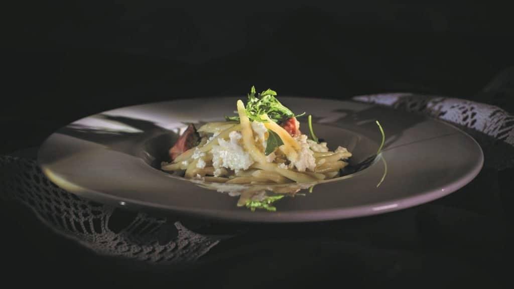 Istarska Gastronomija Makaruni S Putrom Skutom Prsutom 01