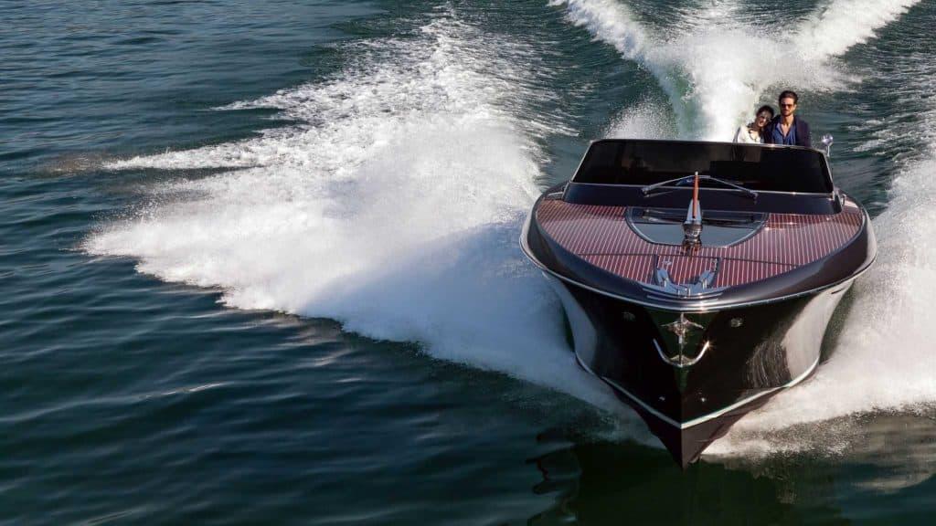 classic italian boat Cruising Front View 01