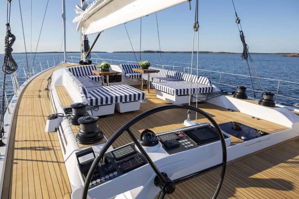 Swan78 Deck Layout 01