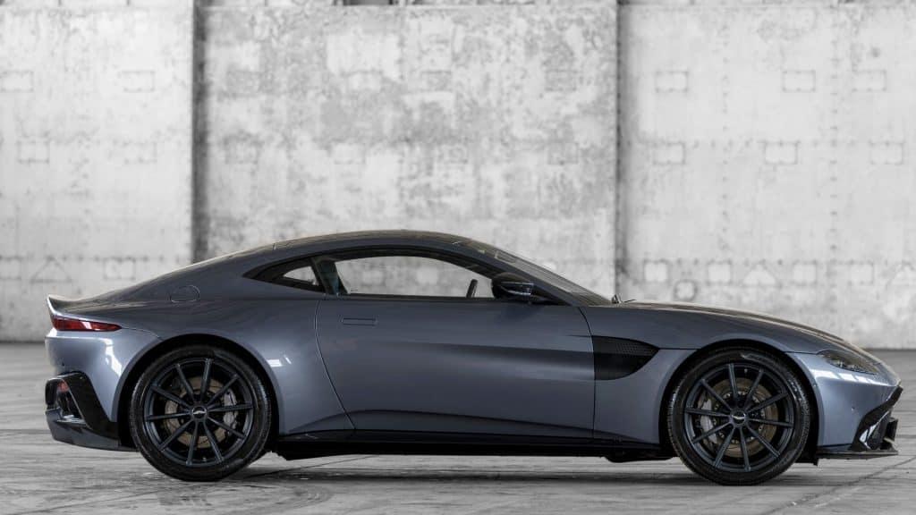 Aston Martin New Vantage 01