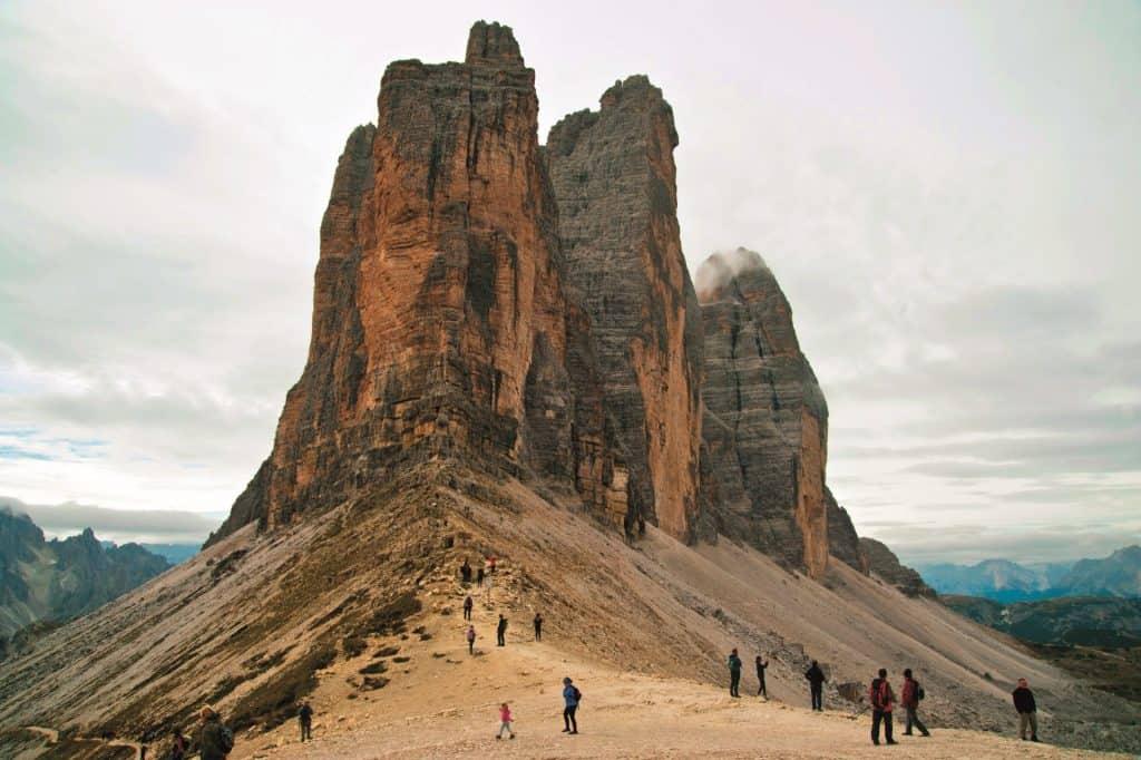 Ovo je slika na kojoj su Mali, Veliki i Zapadni Vrh u Dolomitima