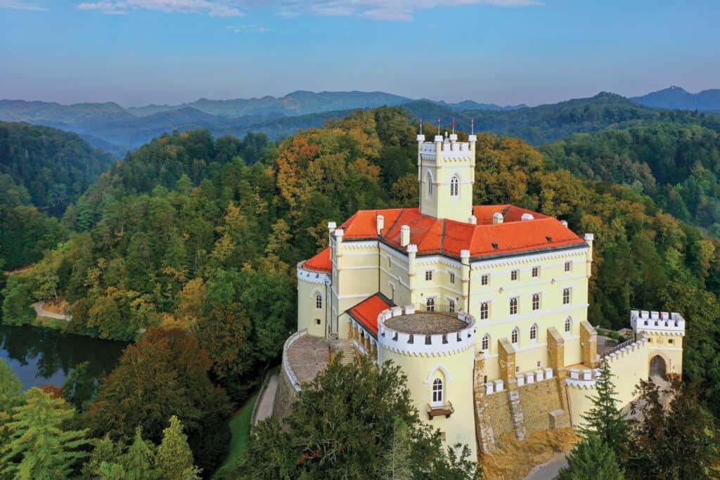 Ovo je fotografija dvorca Trakošćan