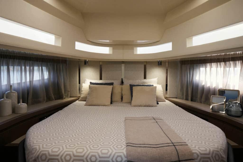 This is photo of a Invictus TT460 Interiors 01