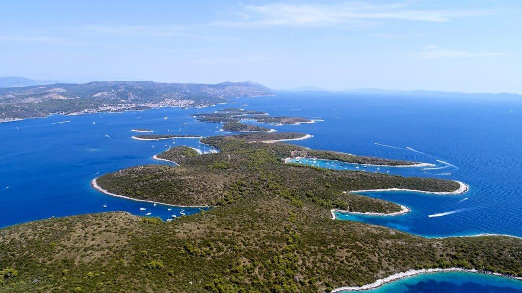 Ovo je slika panorame Paklenih otoka
