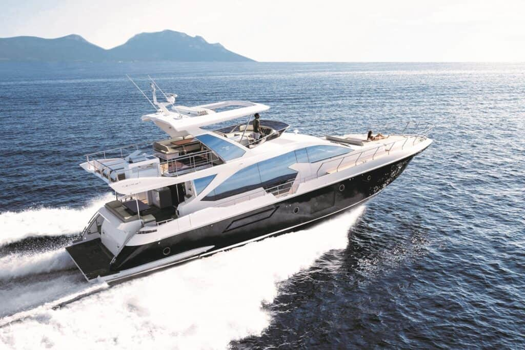 This is a photography of Azimut 72 running