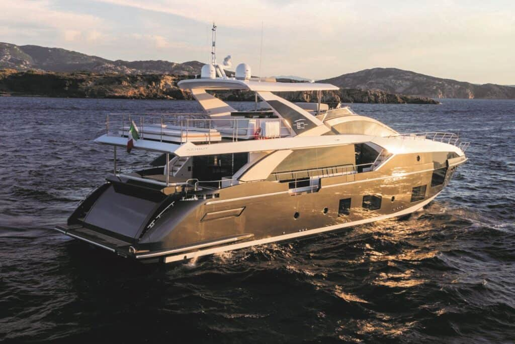 This is a photography of Azimut Grande 27 Metri exterior