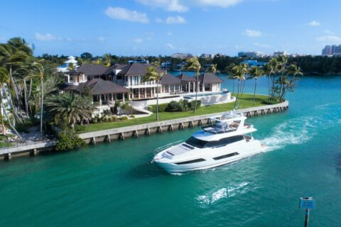 This is a photography of Prestige 680 cruising
