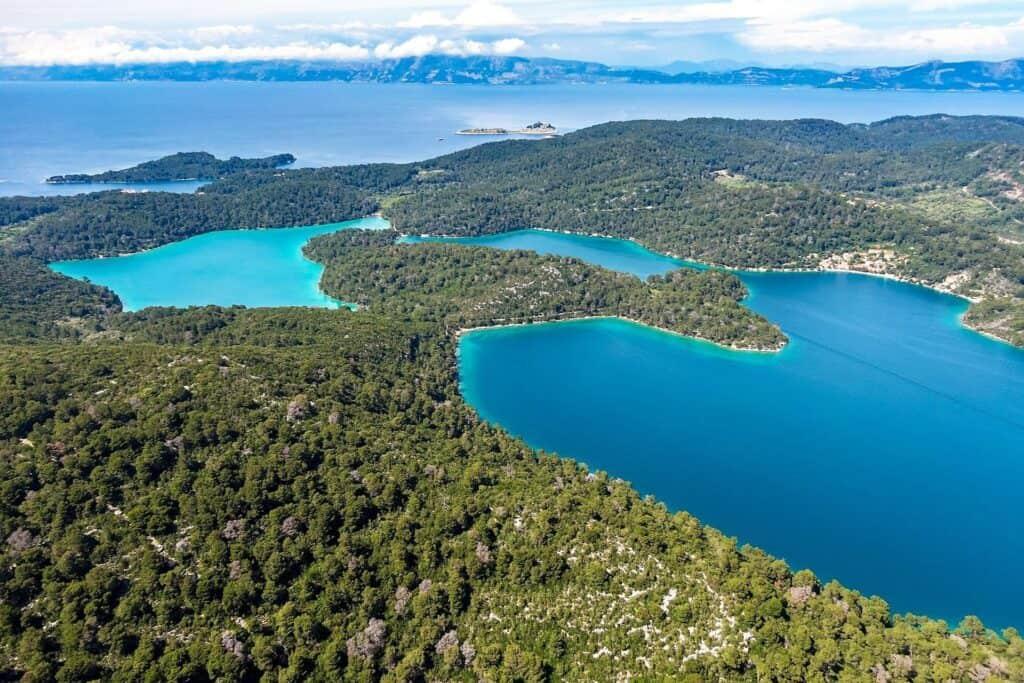 Ovo je fotografija malo i veliko jezero