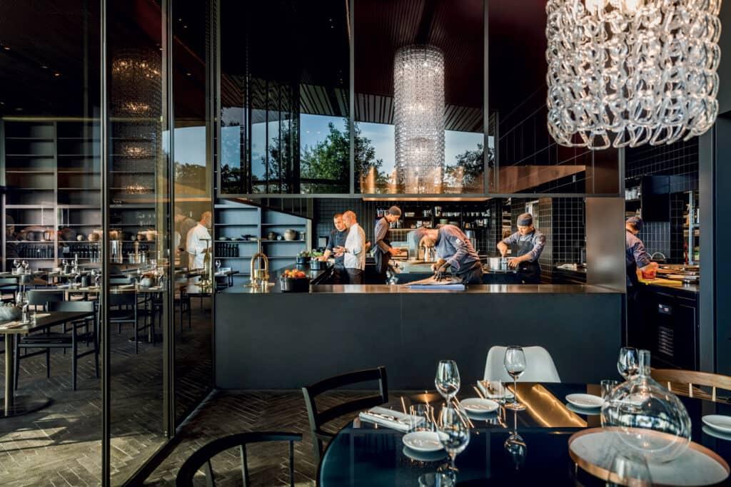 Ovo je fotografija Cap Aureo otvorene kuhinje