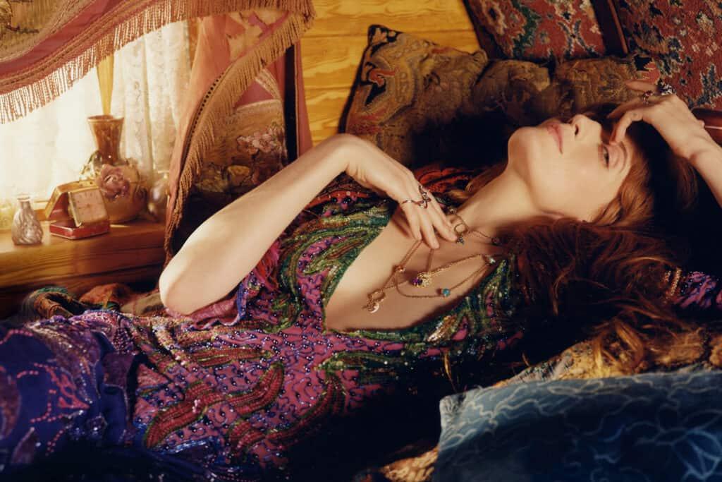 Ovo je fotografija kampanje Gucci Florence nakit