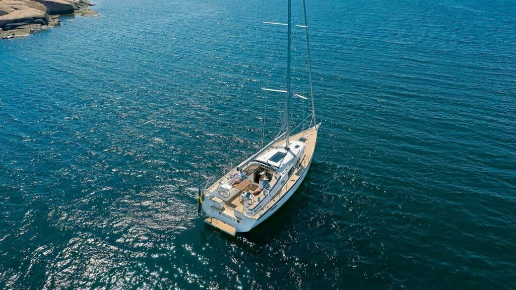 This is a photography of Hallberg-Rassy 400 crusing