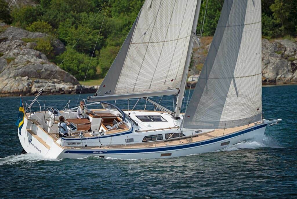 This is a photography of Hallberg-Rassy 400 sailing