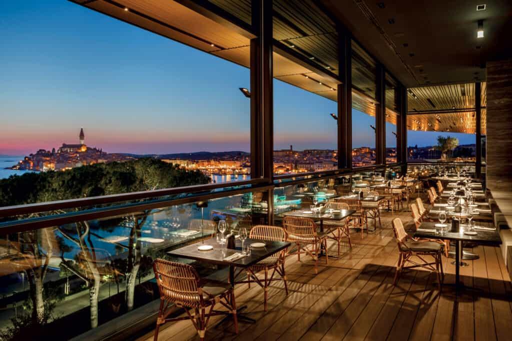 Ovo je fotografija pogleda na Rovinj iz restorana Cap Aureo