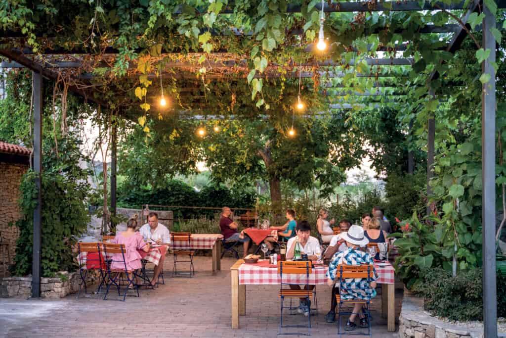 Ovo je fotografija Roki's, restorani Vis
